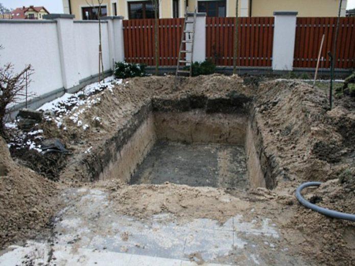 «Холодное сердце» дачного участка: как построить погреб для хранения урожая своими руками