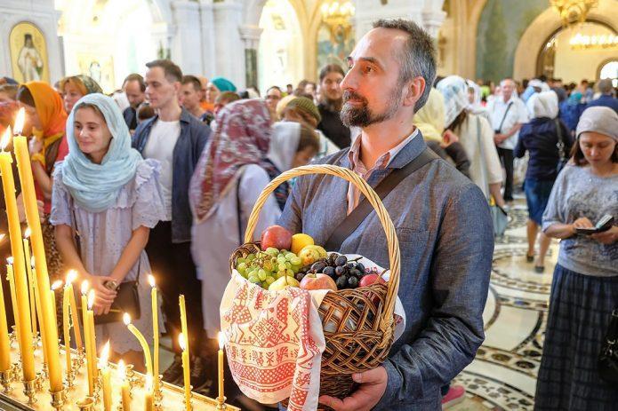 Какие плоды освящают на Яблочный Спас и зачем это нужно делать
