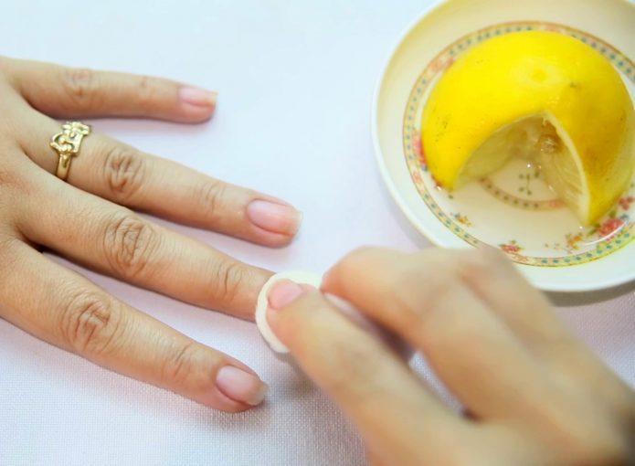 Очищаем руки после сбора и чистки маслят