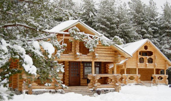 Строительство деревянного дома зимой: плюсы и минусы