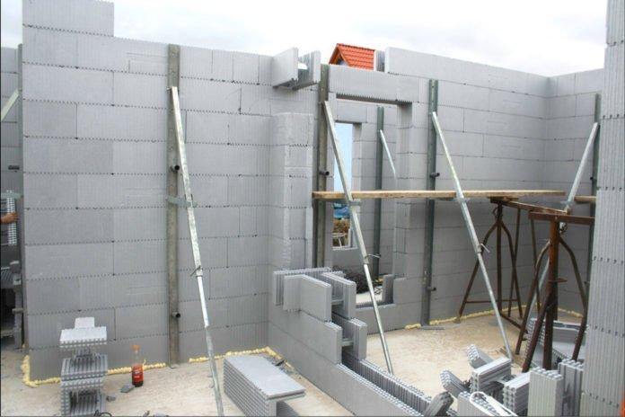 Строительство дома с помощью метода несъемной опалубки