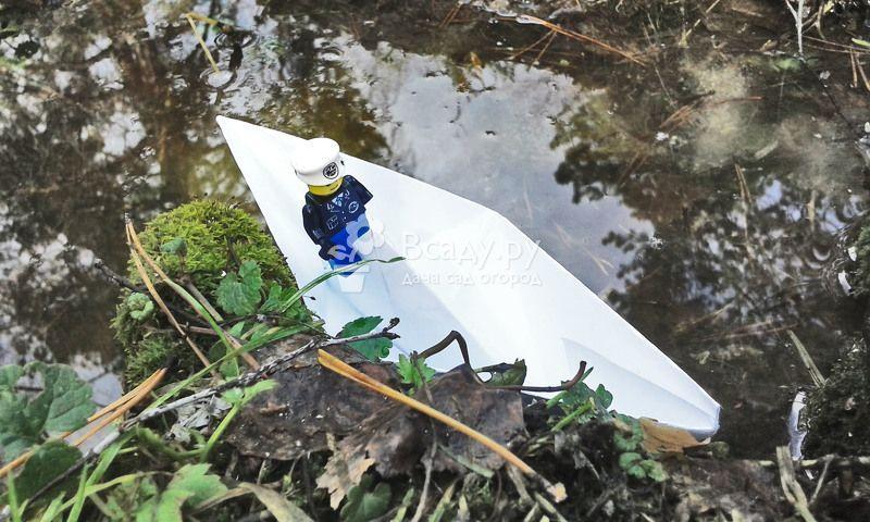 Делаем кораблики из бумаги с детьми на даче и дома.