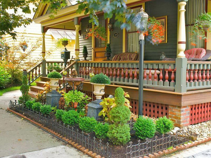 Как красиво оформить палисадник возле частного дома 🌼