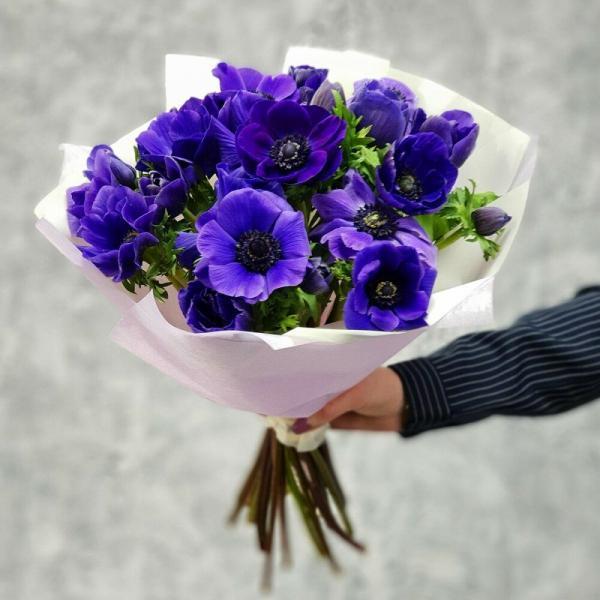 Синие цветы в букетах