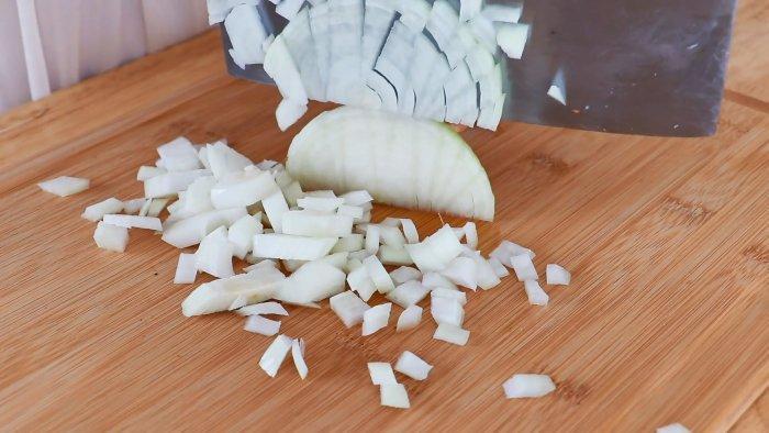 5 способов сохранить лук на недели, месяцы или 1 год в квартире