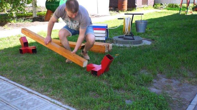 Делаем стойку для садового гамака