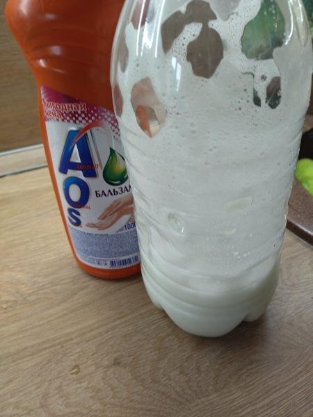 Как я очищаю пластиковую бутылку от налета и водорослей за 3 минуты: предлагаю три способа