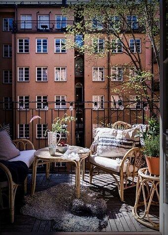 Насколько красиво и практично обыграть железные перила на балконе? 6 идей для подражания