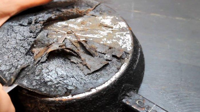 Как очистить сковородку от многолетнего нагара без волшебных средств и покупной химии