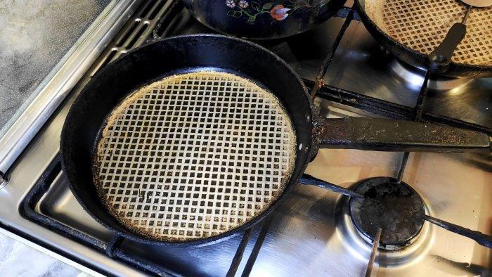 Как убедиться, что ничто не прилипает к алюминиевой или чугунной сковороде. Метод из советского журнала