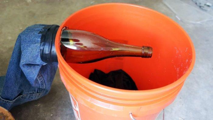 Простая мышеловка для массовой ловли грызунов из ведра и стеклянной бутылки