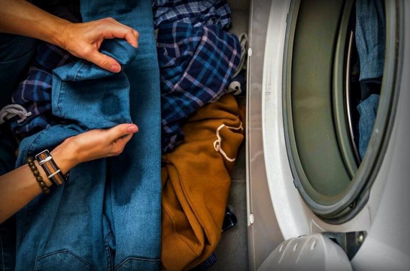 Один или два раза избавьтесь от стойких пятен! 6 простых, но эффективных способов сэкономить одежду