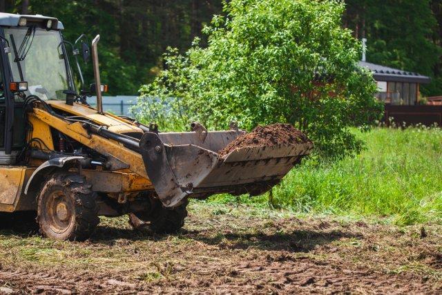 Как выровнять землю осенью